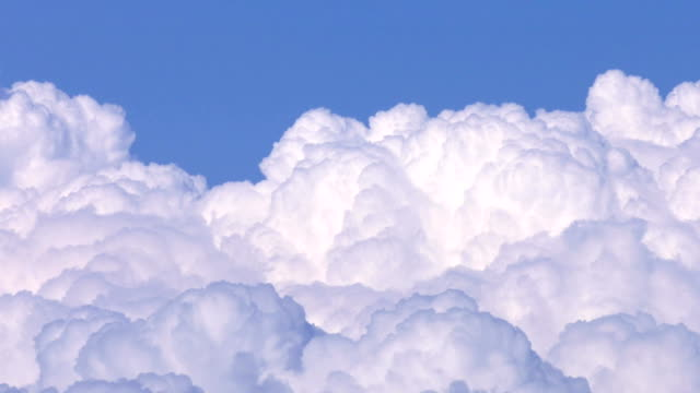 Soft-Smooth-Heavenly-Clouds-on-Clear-Sky-in-Sunny-Day