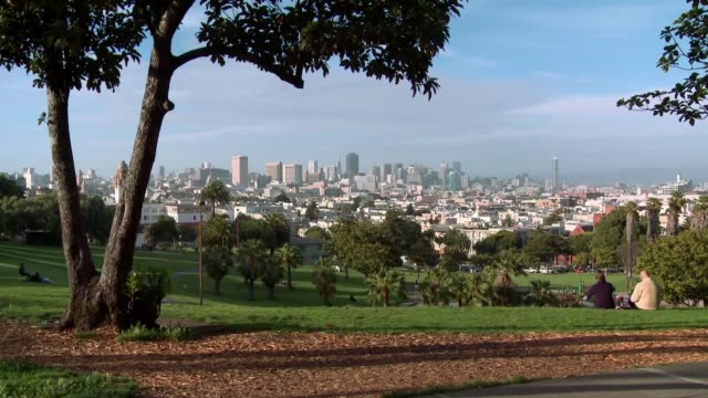San-Francisco-skyline-and-skyscrapers-from-Dolores-Park
