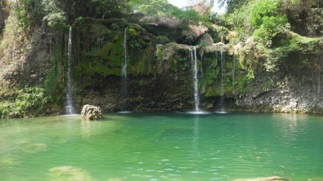 Wunderschönen-tropischen-Wasserfall-Philippinen-Luzon