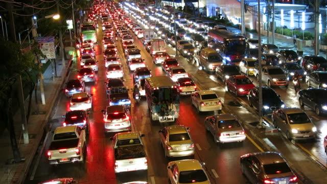Atasco-de-tráfico-en-la-noche-en-Bangkok