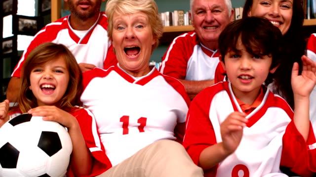 Familie-vor-einem-Fußballspiel