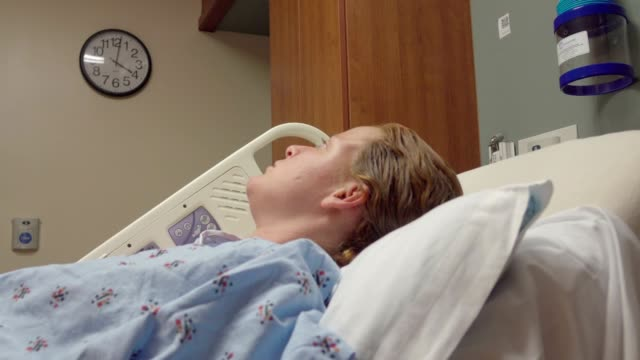 Pregnant-Woman-Waiting-For-Time-To-Pass-In-Hospital