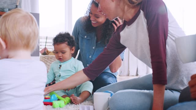 Friends-with-toddlers-playing-on-the-floor-in-sitting-room