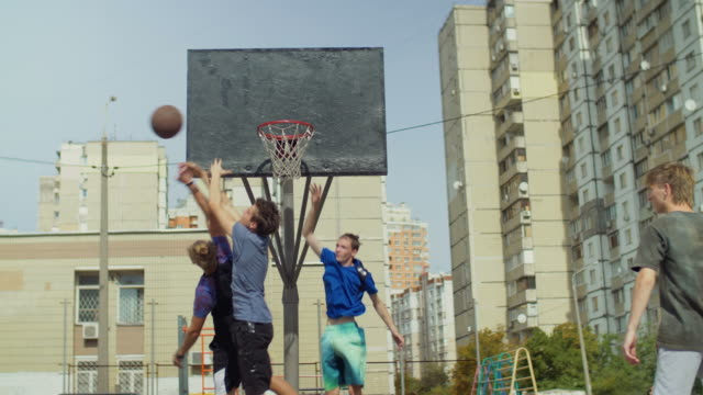Streetball-teenager-missing-a-shot-after-assist