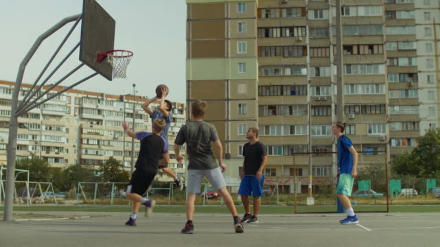 Streetball-player-setting-up-alley-oop-to-teammate