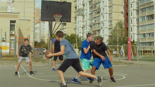 Streetball-forward-setting-a-screen-on-defender