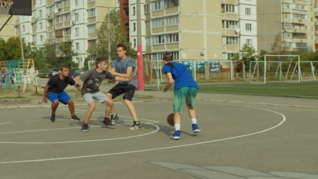 Streetball-team-in-pick-and-roll-play-on-court