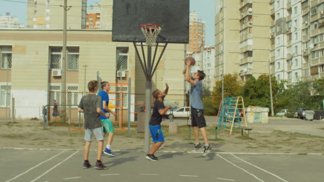 Streetball-player-scoring-points-in-the-paint