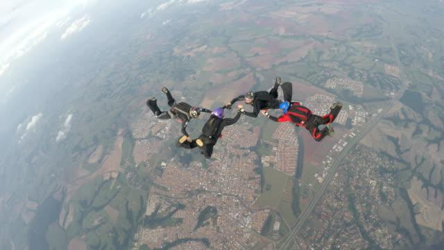 Skydiving-team-4K