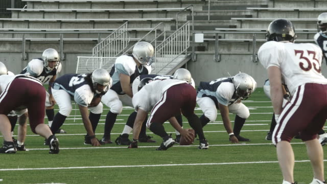 Quarterback-passes-up-the-middle