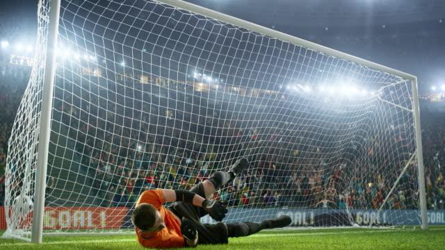 Fútbol-portero-Salta-y-es-incapaz-de-atrapar-pelota
