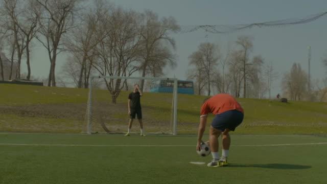 Futbolista-en-marcar-un-gol-después-de-penalti