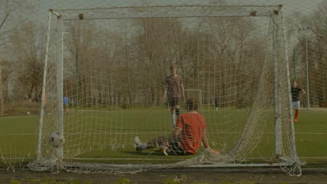 Delantero-marcó-un-gol-después-de-penalti