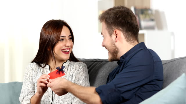 Man-gives-a-gift-card-to-his-girlfriend-at-home