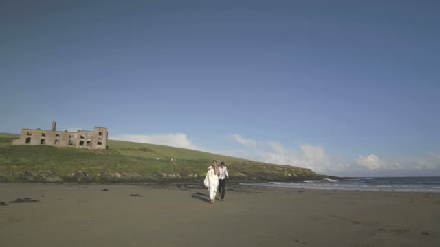 Smiling-newlyweds-running-to-the-camera