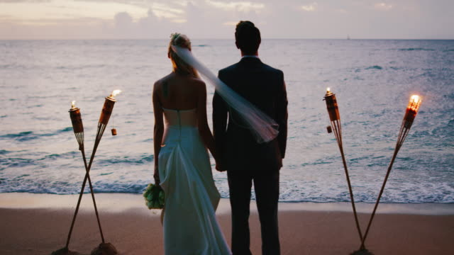 Wedding-Couple-on-the-Beach