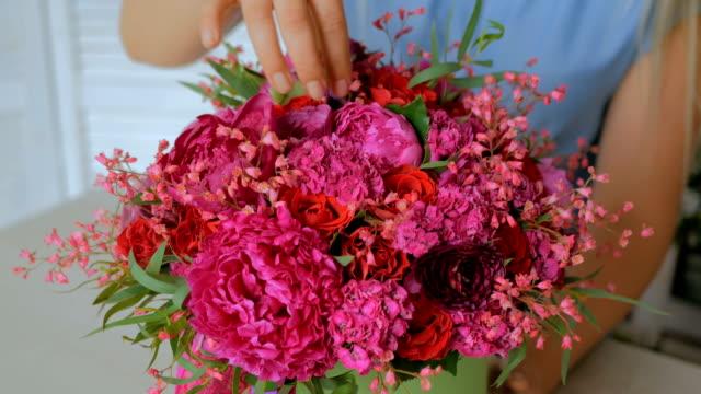 Professional-florist-showing-bouquet-at-studio