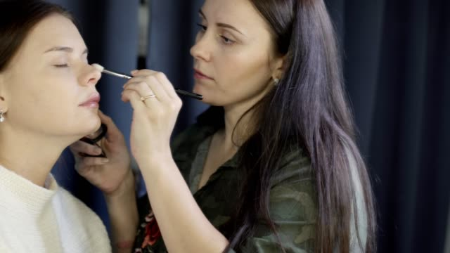 Specialist-doing-makeup-for-model