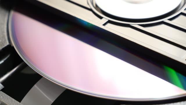 Compact-disc-mechanism-reading-sequence-start-4K