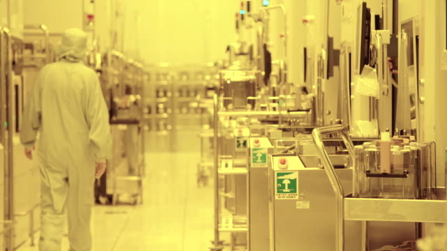 Workers-in-clean-suits-in-a-Semiconductor-manufacturing-facility