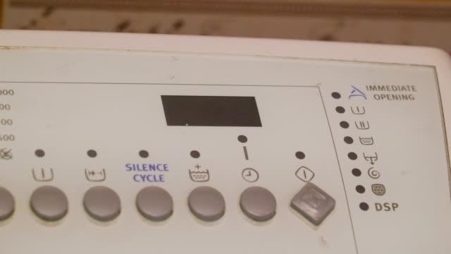 Una-máquina-que-trabaja-con-los-botones-de-encendido