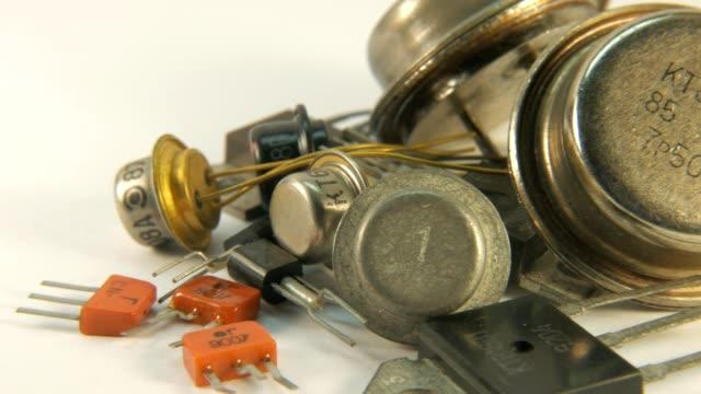 Antigua-Radio-componentes-los-transistores-los-tiempos-de-la-URSS