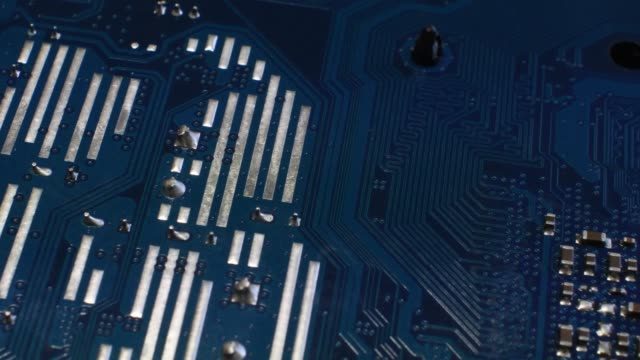 De-cerca-en-una-placa-base-de-ordenador-moderno-Vídeo-de-4-K