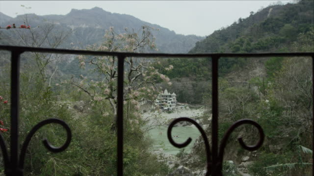 Balcony-view-over-Ganges-
