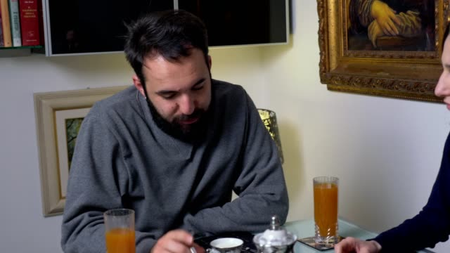 alous-angry-woman-arguing-with-his-husband-during-breakfast