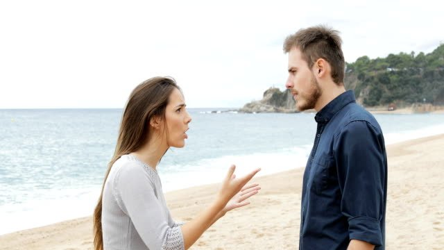 Couple-breaking-up-after-argument