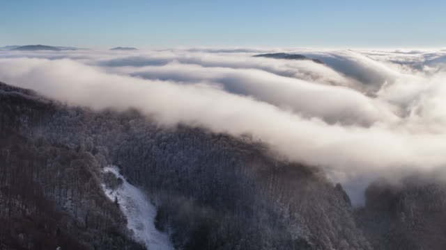Winter-mountain-with-clouds---lime-lapse