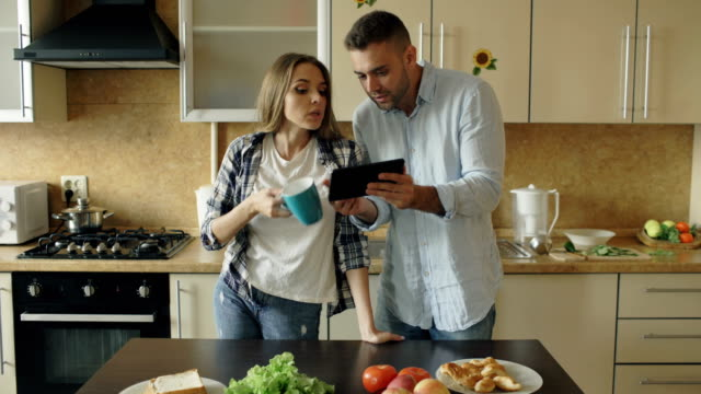 Young-couple-quarrels-in-the-kitchen-at-home