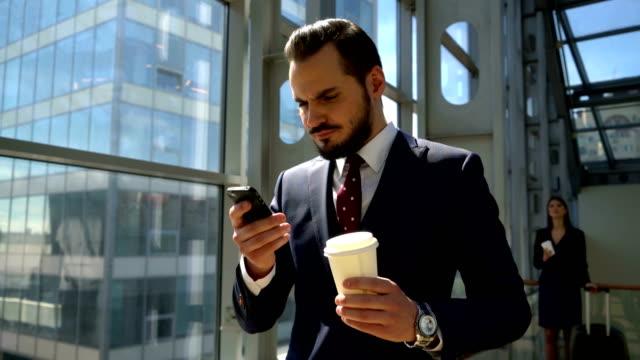 Business-man-drinking-coffee