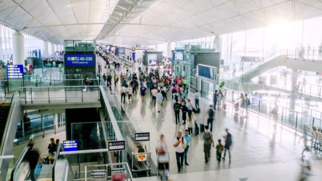 Timelapse-de-pasajeros-del-aeropuerto-ocupado