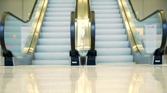 The-movement-of-the-beautiful-escalator-up-and-down-without-people-