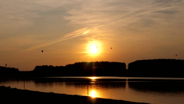 Balloons-On-the-Backdrop-of-the-Setting-Sun-and-the-Lake