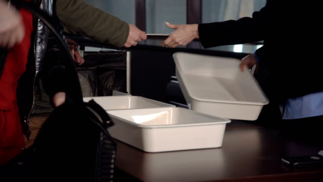 Personal-belongings-in-a-tray-at-the-x-ray-scanner