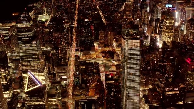 Vista-aérea-de-Manhattan-por-la-noche-4K