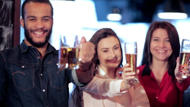 Young-company-lifts-up-a-glass-of-beer