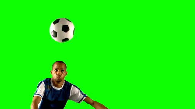 Fußball-Spieler-nach-dem-ball