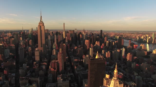 Sunset-Shot-Of-Empire-State-Building-And-432-Park-Ave