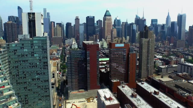 Ascending-Shot-Viewing-Mercedes-House-Of-Luxury-&-The-Empire-State-Building