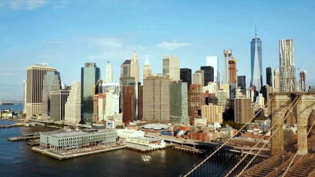 Vista-aérea-de-la-capital-de-América-Puente-de-Brooklyn-a-través-del-río-este-de-Manhattan-en-Nueva-York