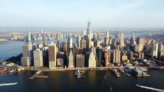 Luftbild-von-der-Hauptstadt-von-Amerika-New-York-Drohne-fliegt-über-die-Manhattan-am-Ufer-des-East-river