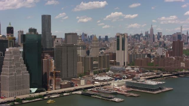 Flying-up-East-River-by-Brooklyn-Bridge-