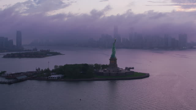 Fly-by-Statue-of-Liberty-on-approach-to-Manhattan-in-early-morning-