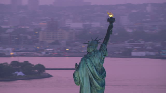 Statue-of-Liberty-with-early-morning-pink-sunrise-
