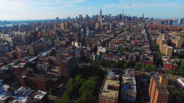 NYC-Aerial-Shot-Flying-From-Downtown-To-Midtown