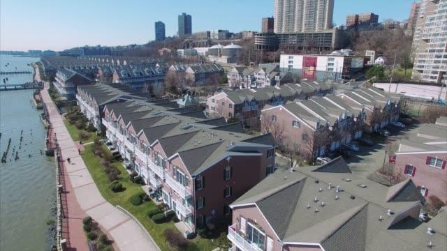 Puerto-Imperial-sobre-condominios-en-camino-Nueva-Jersey-del-río-Hudson-County-Condado-de-Bergen