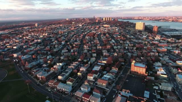 Vista-aérea-de-Cliffside-Park-NJ-de-edificios-durante-el-atardecer